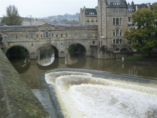The Pulteney Bridge, lined with shops, Bath